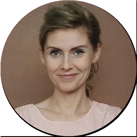 ⭐⭐⭐⭐⭐<br>Asia Tomaszewska<br> On Table